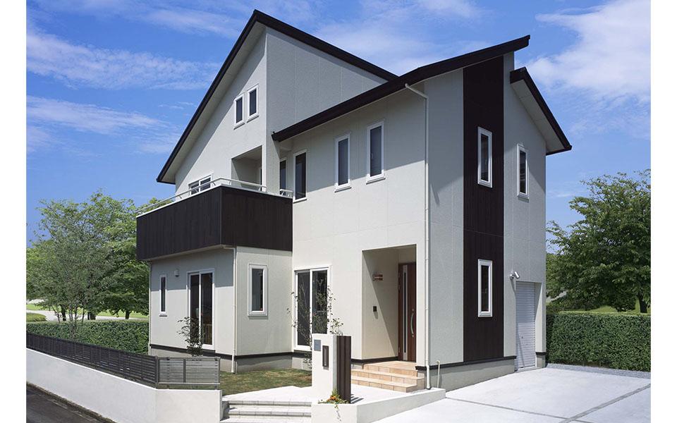 愛車をリビングから眺める、ビルトインガレージの家。【静岡県・S様邸】