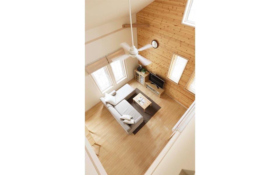 和も洋もアウトドアも自由に楽しめる、木の温もりがあふれる家。3